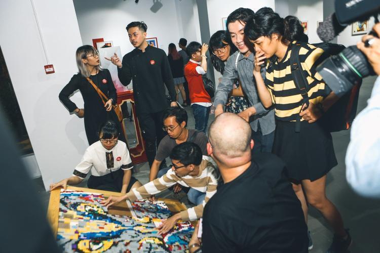 Các nghệ sĩ trẻ vô cùng tâm huyết với tác phẩm của mình.