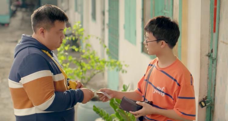 """Sau Chí Phèo thì Tự giác đi chính là sản phẩm đậm đặc """"màu"""" Bùi Công Nam. """"Nghe nhạc Nam rất dễ cảm thấy yêu đời"""" - học trò Nguyễn Hải Phong khẳng định."""