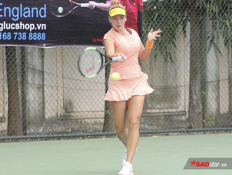 Fodor Csilla cao 1m70. Tay vợt sinh năm 2001 bắt đầu tập tennis từ năm 7 tuổi và đến nay đã có cho mình 4 danh hiệu vô địch ITF.