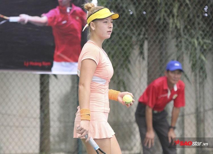 """Từ tháng 10 năm ngoái, """"đóa hồng lai"""" xinh đẹp này đã chuyển quốc tịch Việt Nam. Đây là một điều hết sức đáng mừng cho quần vợt Việt Nam."""