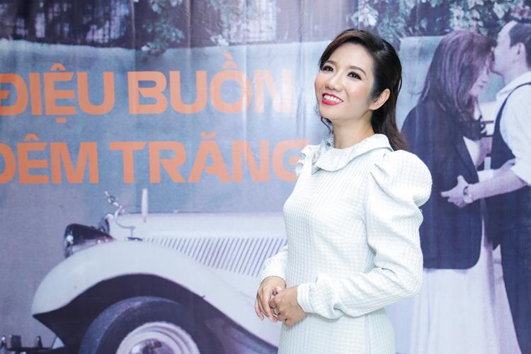 Khi được hỏi vì sao không tự làm đạo diễn cho MV, Ngọc Duyên khiêm tốn trả lời vì cô đảm nhận vai trò hát chính và đóng vai chính nên một mình không thể nào vừa diễn vừa xem màn hình cảnh quay để điều phối được.