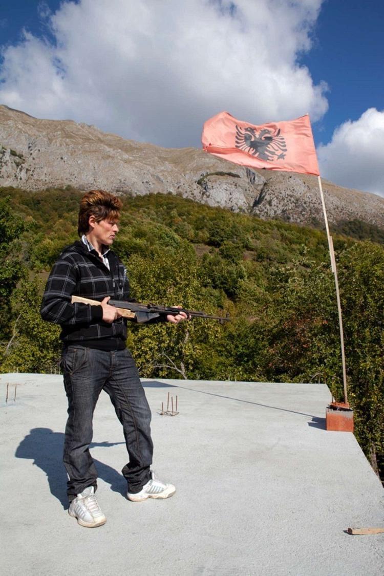 Hiện chỉ còn khoảng 100 phụ nữ chọn cách sống như một trinh nữ tại các ngôi làng ở Albania.Ảnh:Jill Peters