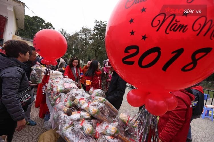 """Với mong muốn có thể mang lại một cái Tết no ấm cho người lao động nghèo, nhóm thiện nguyện """"Ngôi trường ước mơ và những người bạn"""" đã đứng ra tổ chức sự kiện."""