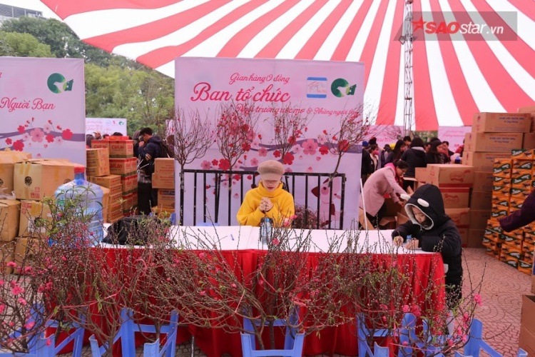 Phiên chợ Tết từ thiện miễn phí 0 đồng lần thứ 2 dành cho người nghèo đã được tổ chức kéo dài từ ngày 3/2 đến hết ngày 4/2.