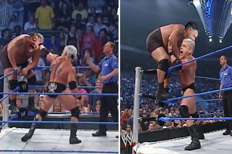 Wenger đánh Sam Allardyce trên sàn WWE.