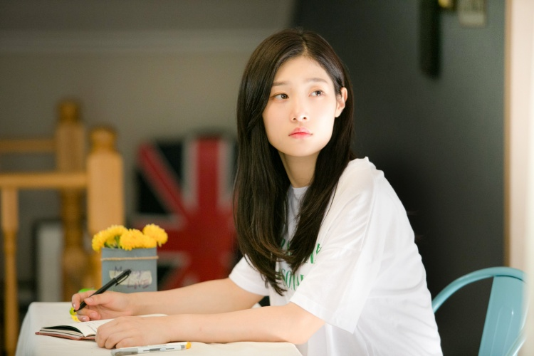 Yoon Hee quá đẹp và hợp vai dù đất diễn không nhiều và chỉ toàn cảnh quay ngắn.