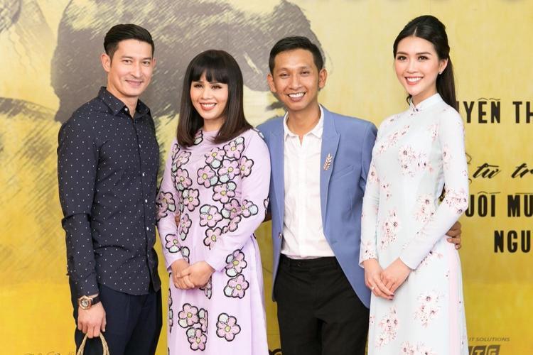 Huy Khánh - Hoa hậu Hằng Nguyễn - Đạo diễn Huỳnh Tuấn Anh - Tường Linh.