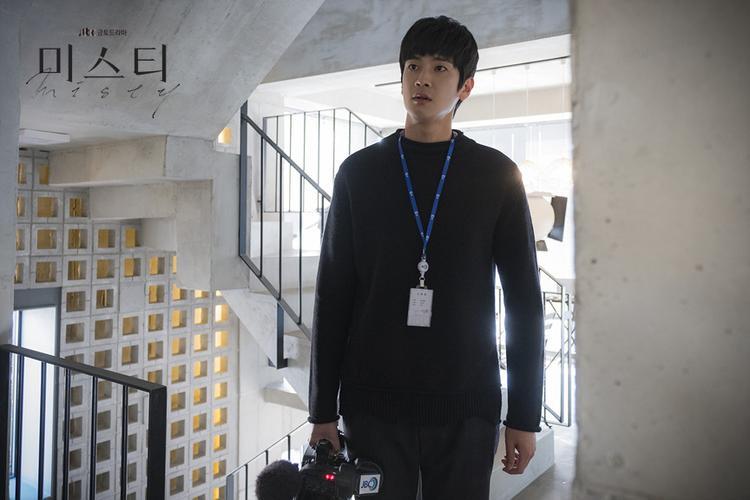 Cấp dưới Kwak Ki Seok của Go Hye Ran dường như đã phát hiện được những điều kì lạ giữa cô và Kevin Lee nên quyết định quay phim lại.