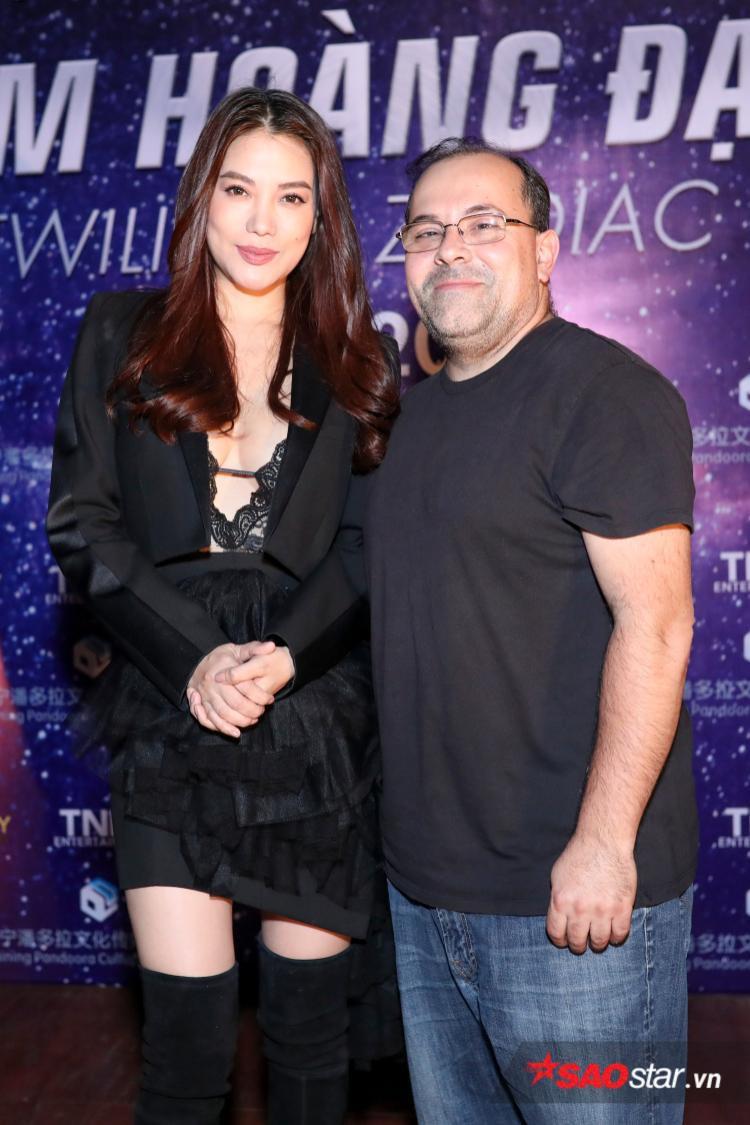 Nữ diễn viên Hương Ga cùng đạo diễn.