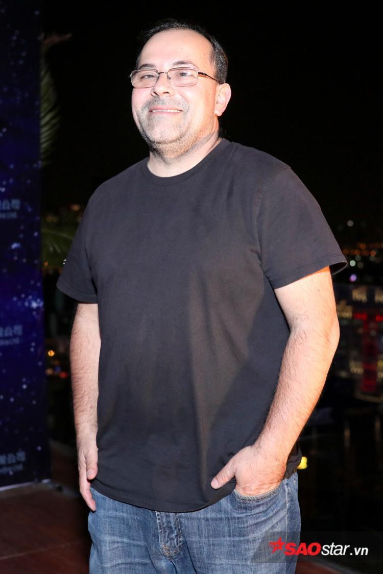 Đạo diễn người Mỹ Ernie Barbarash.