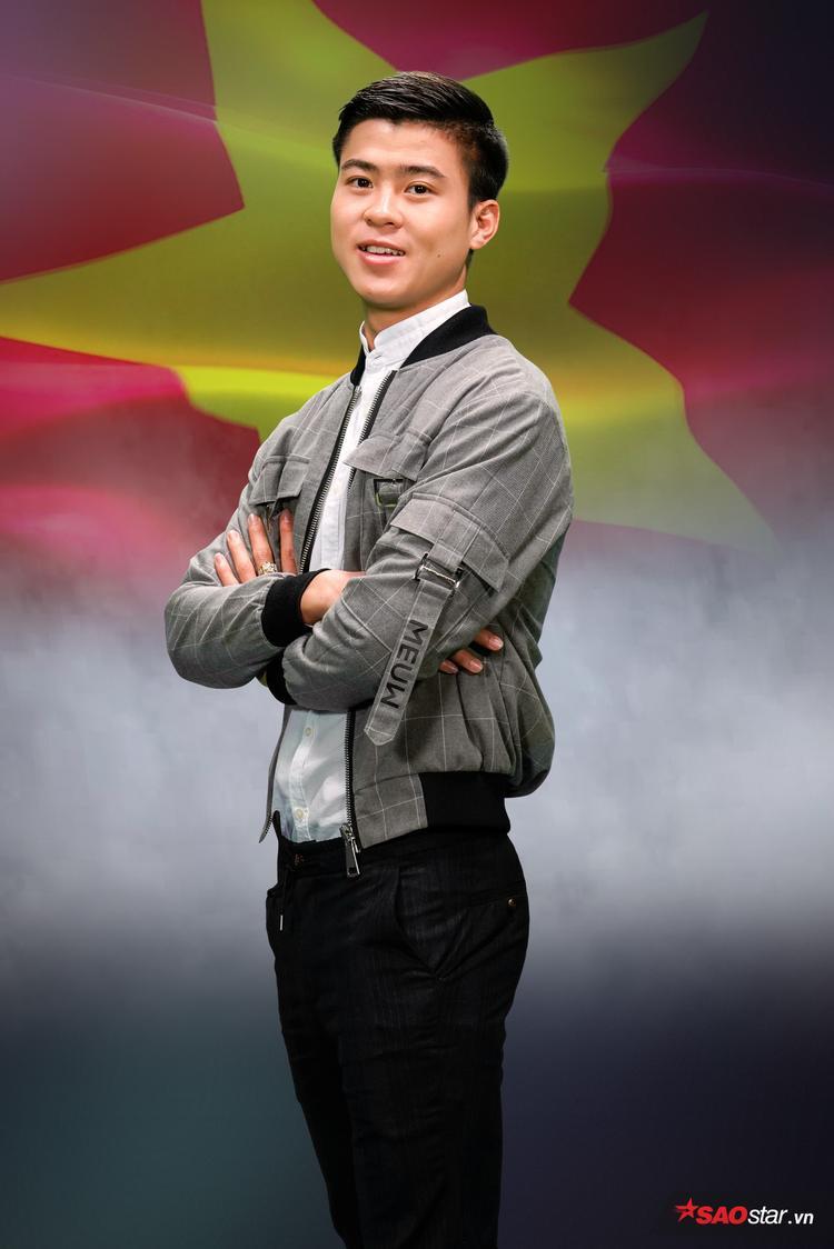 """Với chiều cao lý tưởng 1,80 m cùng gương mặt điển trai, Duy Mạnh còn được mọi người ưu ái gọi với biệt danh """"hot boy làng bóng""""."""