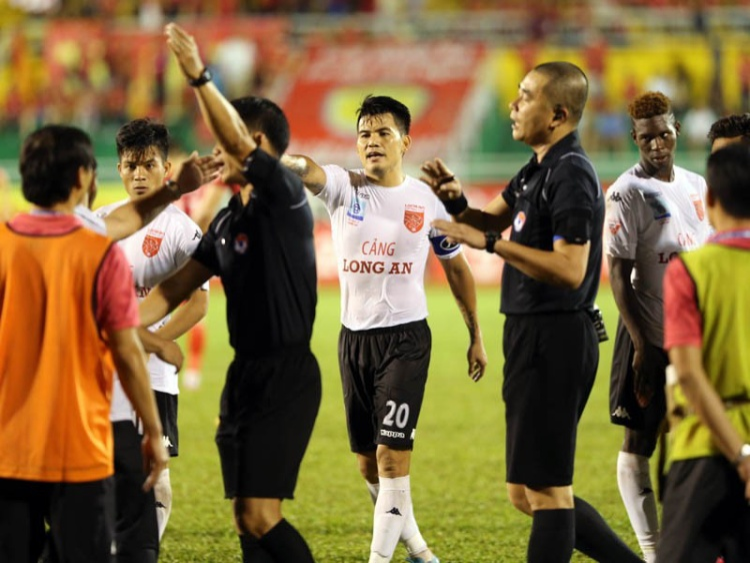 Trận đấu trên sân Thống Nhất khiến sự nghiệp của Quang Thanh đứt đoạn.