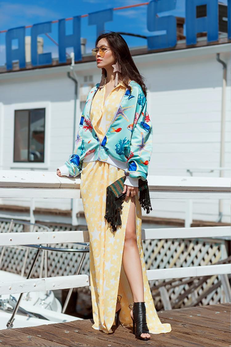 Hãy tránh mặc những chiếc áo quá dài, quá rộng hay có những chi tiết dây rợ lằng nhằng, thay vào đó, chọn các món đồ gọn gàng, tôn dángđể có những bộtrang phụcvừa đẹp vừaphù hợp, tiện lợitrong dịp xuân về nhé!
