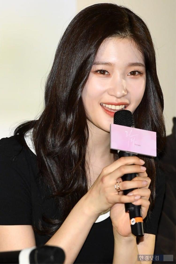 Chi Pu xinh đẹp trên đất Hàn, được truyền thông nước bạn gọi là Kim Tae Hee của Việt Nam