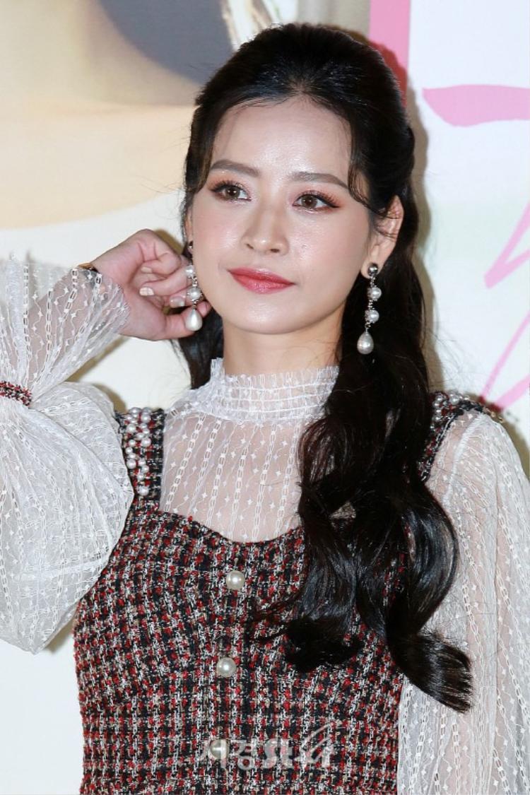 Chi Pu xinh đẹp trong ống kính báo chí Hàn Quốc.