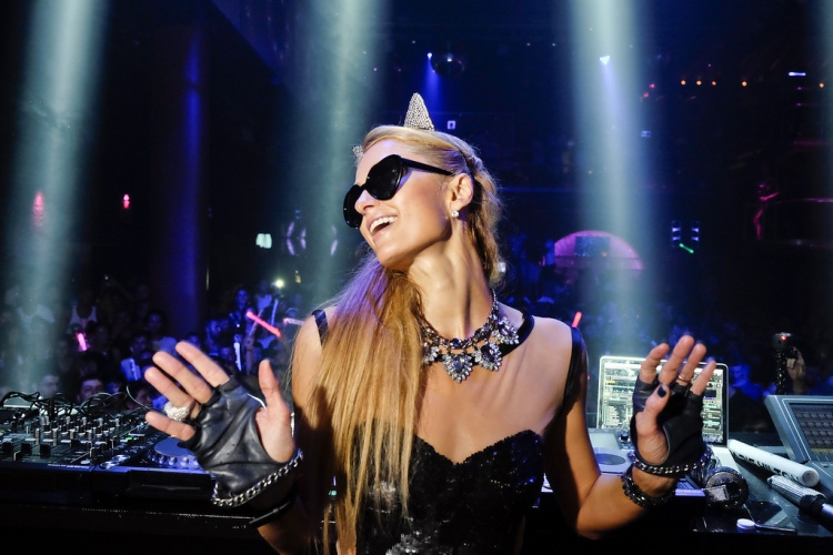 """Nữ DJ bốc lửa, """"thổi tung"""" các lễ hội âm nhạc khắp thế giới"""