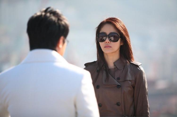 Go Hyun Jung trong Miss Conspirator thủ vai một người phụ nữ mắc chứng âu lo.
