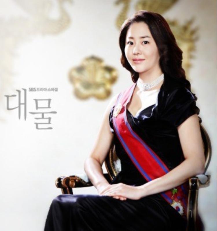 Go Hyun Jung thủ vai nữ tổng thống trong Daemul.