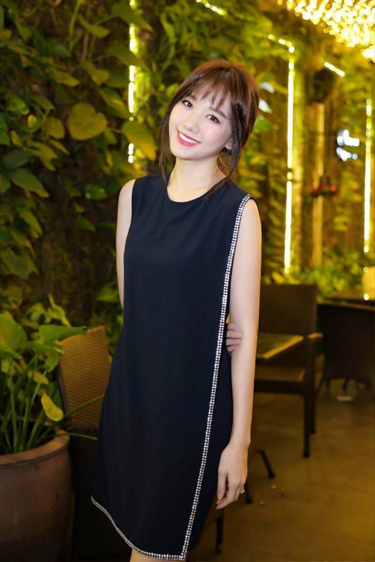 Phong cách thời trang của Hari cũng rất đơn giản, phù hợp với hình ảnh một cô ca sĩ thân thiện, đáng yêu mà cô đang xây dựng.