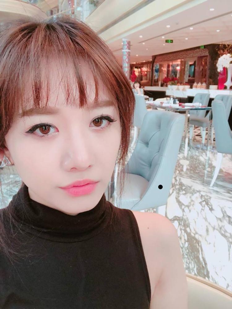 Phong cách trang điểm đậm chất Hàn Quốc của Hari rất đáng để các nàng học hỏi.
