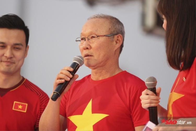 HLV Park Hang Seo đã có hơn 4 tỷ tiền thưởng bao gồm cả hiện vật.