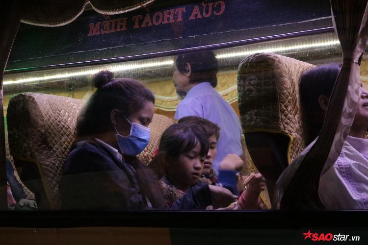 Nhiều người mong mỏi được trở về nhà sau một năm dài làm việc tại Sài Gòn