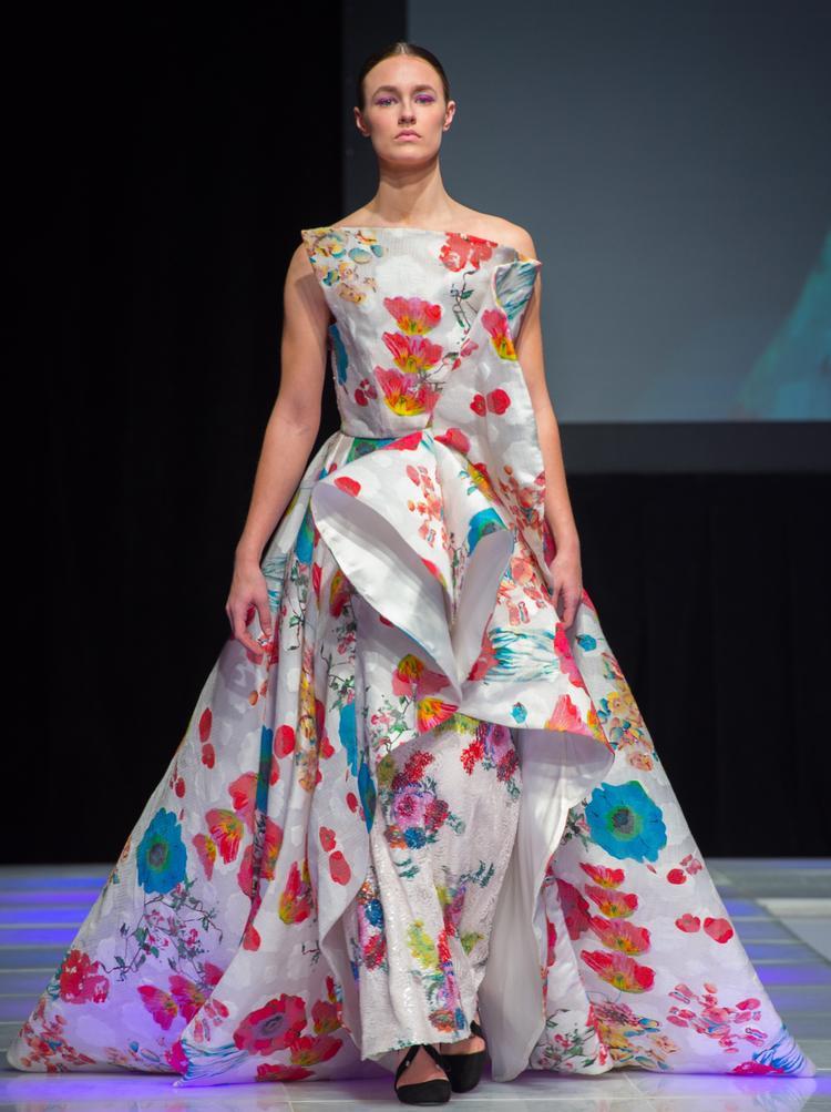 Toàn bộ nhóm báo chí và truyền thông viết về thời trang quốc tế đã vô cùng quan tâm và yêu mến bộ sưu tập của NTK Valentines Vân Nguyễn cùng thương hiệu thời trang Valentines Van Couture.