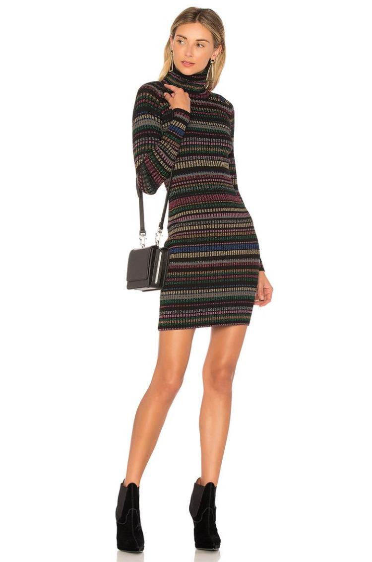 REVOLVE làm phong phú thêm bộ sưu tập cầu vòng của mình bằng một chiếc váy len.