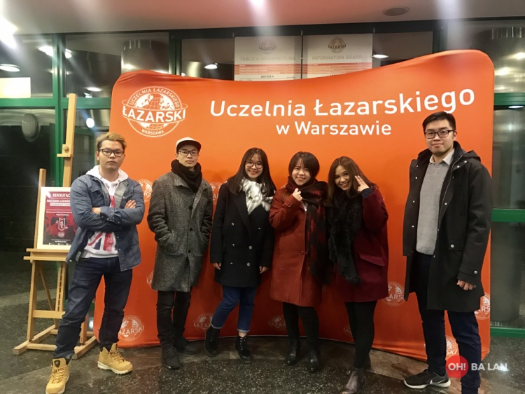 Du học sinh Việt tại Ba Lan bất chấp thời tiết lạnh giá, cùng nhau quay clip chúc tết phương xa