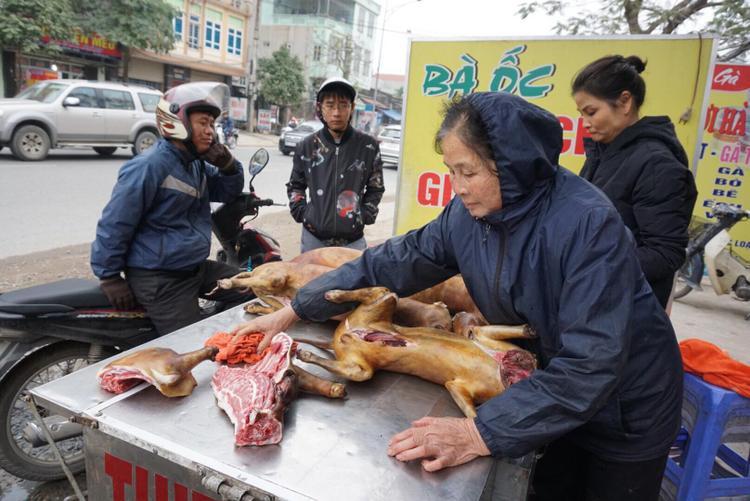 Dịp cuối năm nhiều người tìm mua thịt chó vì quan niệm ăn sẽ giải được vận hạn.