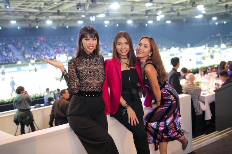 Chỉ còn vài ngày nữa là Tết nhưng siêu mẫu Hà Anh vẫn tất bật đi tham dự sự kiện ở nước ngoài ở tháng thứ 5 thai kỳ.