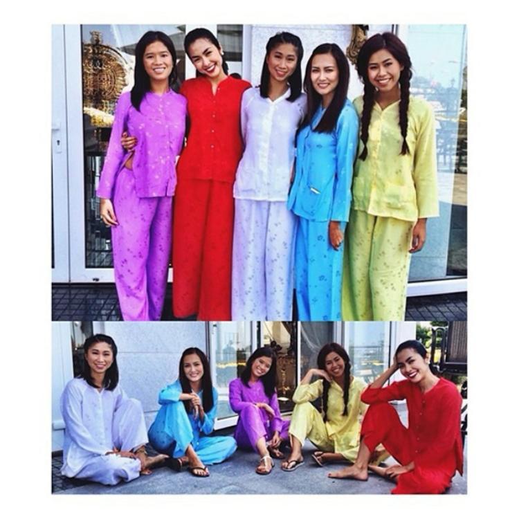Hà Tăng và các thành viên nữ trong gia đình chồng thường ngày vốn nổi bật với váy áo hàng hiệu thì Tết lại đơn giản và đẹp dịu dàng trong những chiếc áo bà ba truyền thống của phụ nữ Nam Bộ.