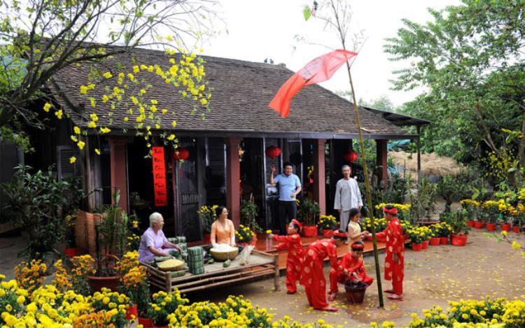 Trong mỗi dịp Tết Nguyên đán, nhiều gia đình thường dựng nêu trước sân hoặc trong nhà.