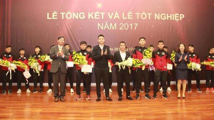 Hồng Sơn về đầu quân cho CLB Hà Nội ở mùa bóng 2018.