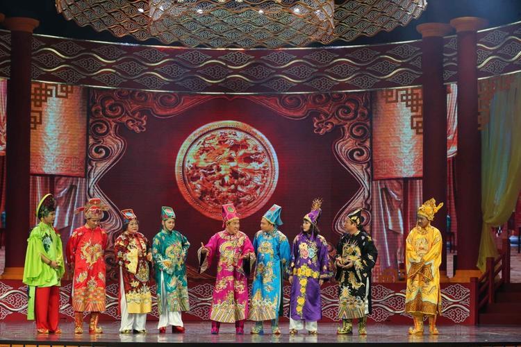 Táo Quân 2018: Bắc Đẩu thi chui hoa hậu và nhắc khéo cải cách tiếng Việt