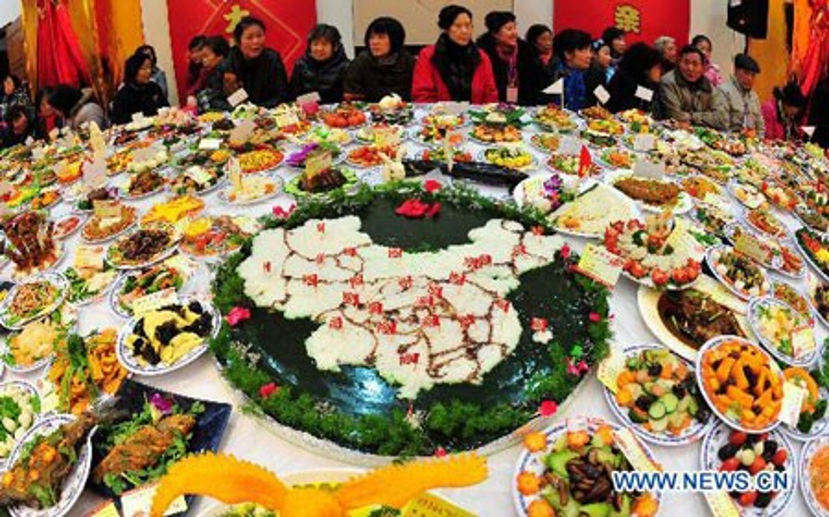 """Vào năm 2011, đại tiệc đã lập kỷ lục Guinness Thế giới, với số lượng đĩa """"trưng bày"""" các món ăn nhiều nhất với hơn 8.000 đĩa."""