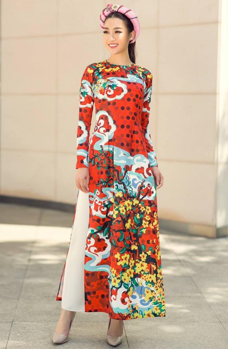 Trong những năm gần đây, các kiểu mấn cách điệu, được làm từ vải nhồi gòn, đã là sự lựa chọn yêu thích của nhiều người khi xuống phố ngày Xuân.