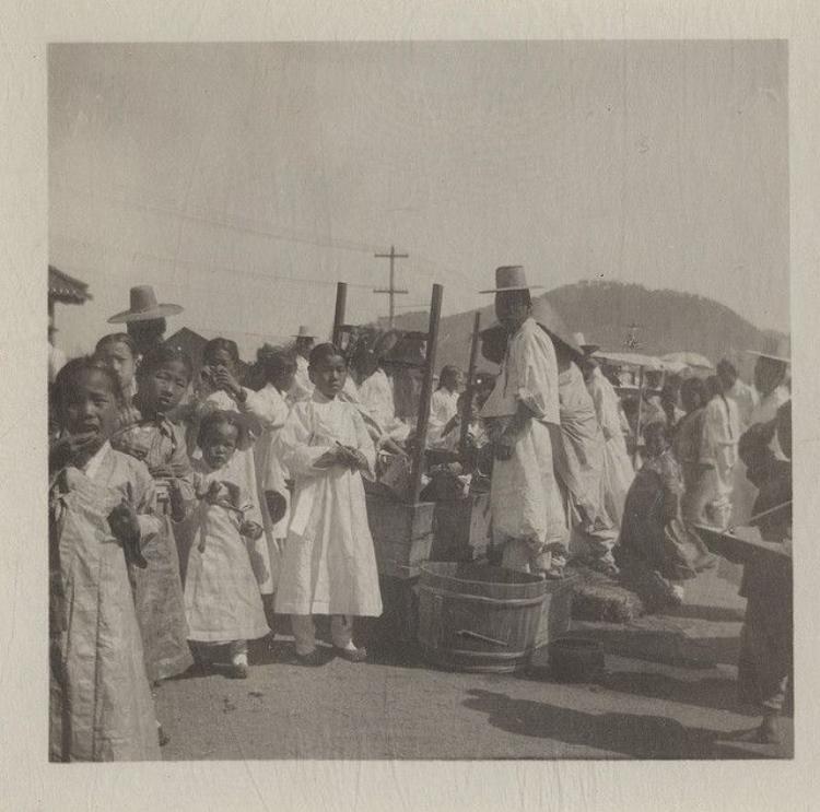 Chợ Tết tại Hàn Quốc vào năm 1904.