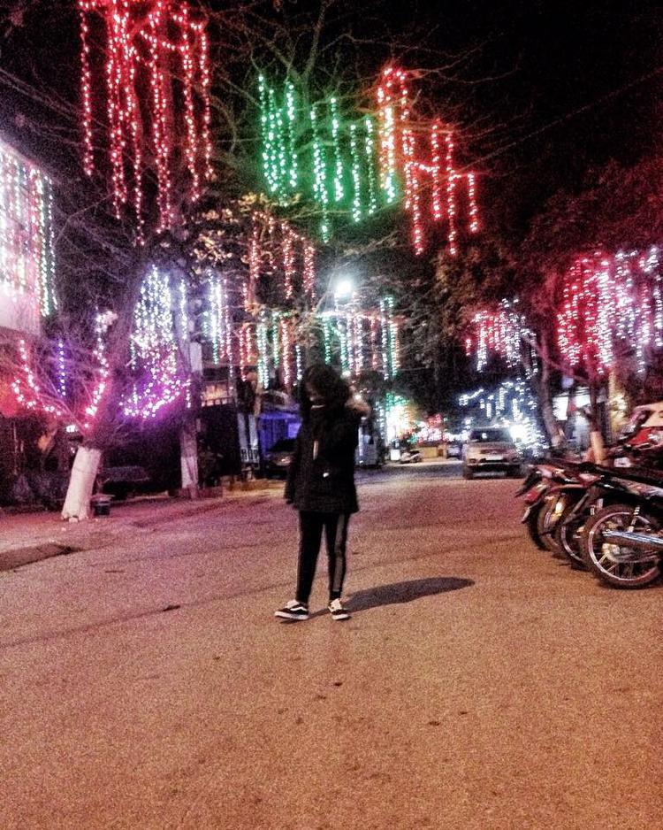 """""""Xóm nhà người ta"""", tài khoản Đồng Hương Thảo viết."""