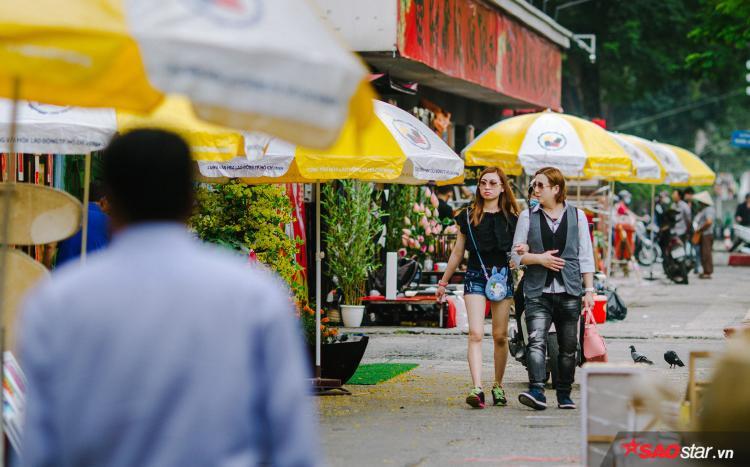 Sài Gòn hôm 30 Tết: Là người người xuống phố lòng vòng những con đường trung tâm đã được trang hoàng lộng lẫy.