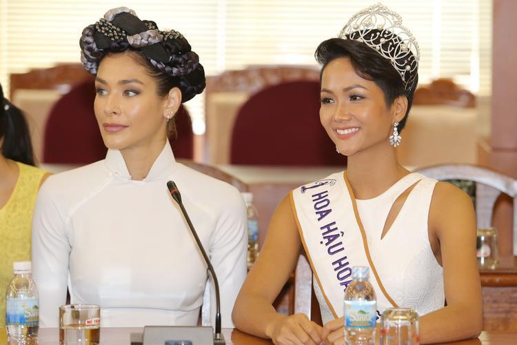 Cùng ngày, H'Hen Niê có buổi gặp gỡ và thăm hỏi lãnh đạo tỉnh Khánh Hoà sau khi đăng quang Hoa hậu Hoàn vũ Việt Nam.