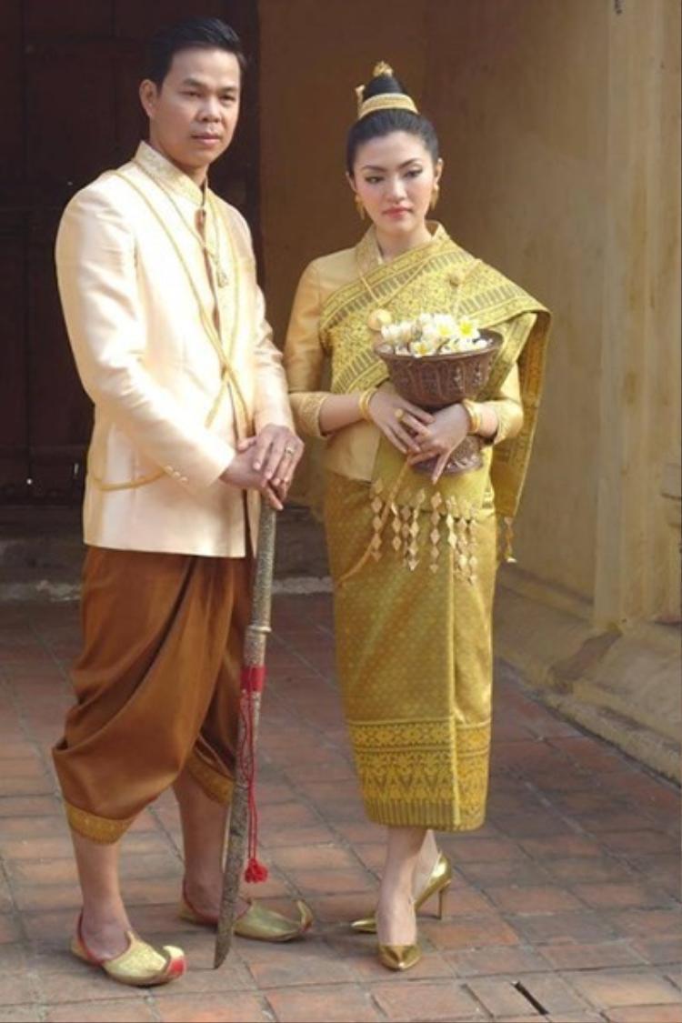 Trang phục truyền thống của Lào phần nào phản ánh được phong thục, tập quán cũng như lối sinh hoạt của họ.