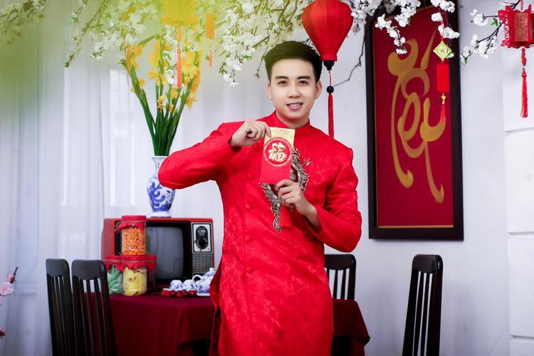 Chàng công an 9X khiến HLV Quang Lê  Như Quỳnh tranh giành: Tết năm nay thật sự quá ý nghĩa