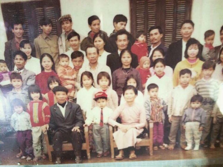 Bức ảnh đại gia đình nhà bạn Mỹ Trinh chụp vào năm 1993.