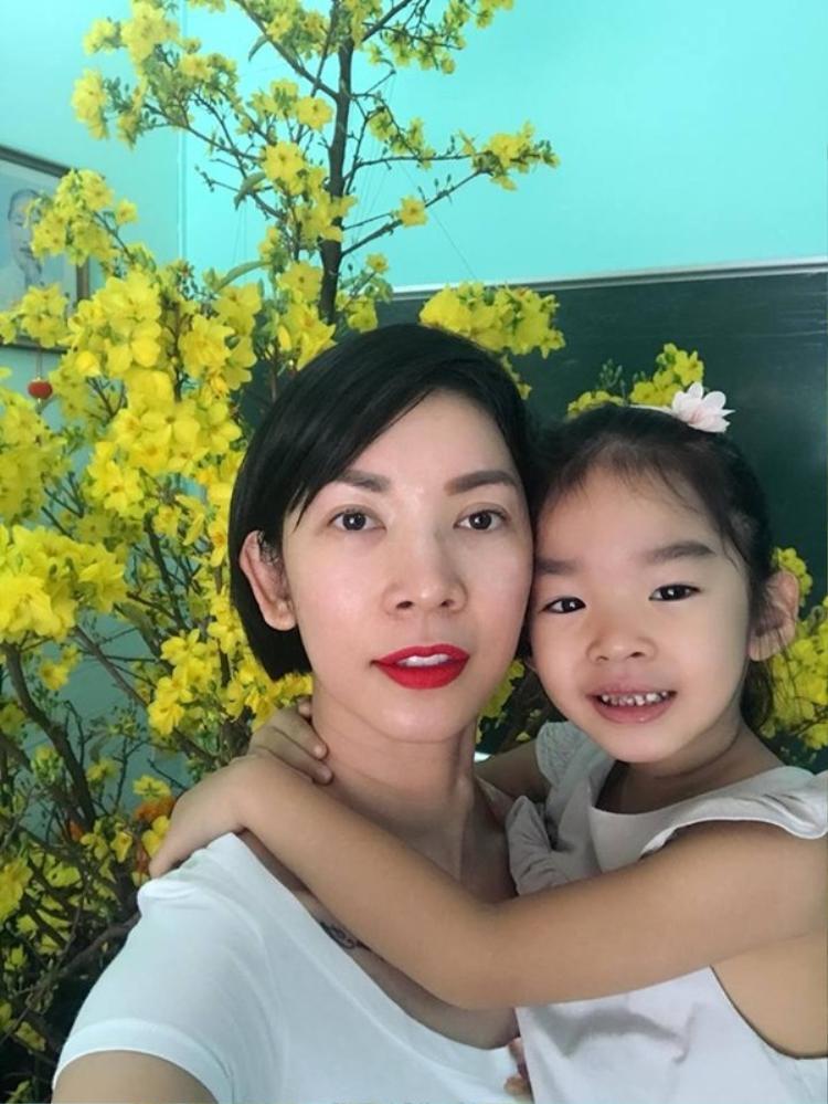 Rộn ràng trong không khí ngày 30 Tết cùng các gia đình sao Việt