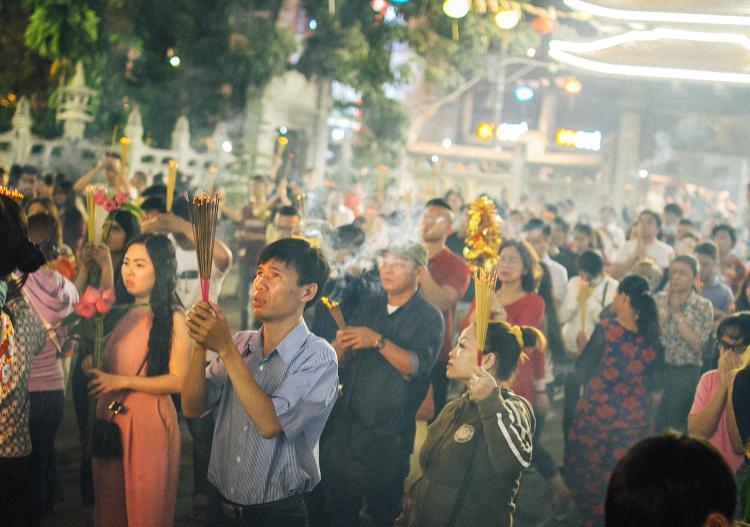 Ai ai cũng cầu mong bằng tất cả lòng thành. Đây là một nét phong tục truyền thống tốt đẹp của dân tộc.