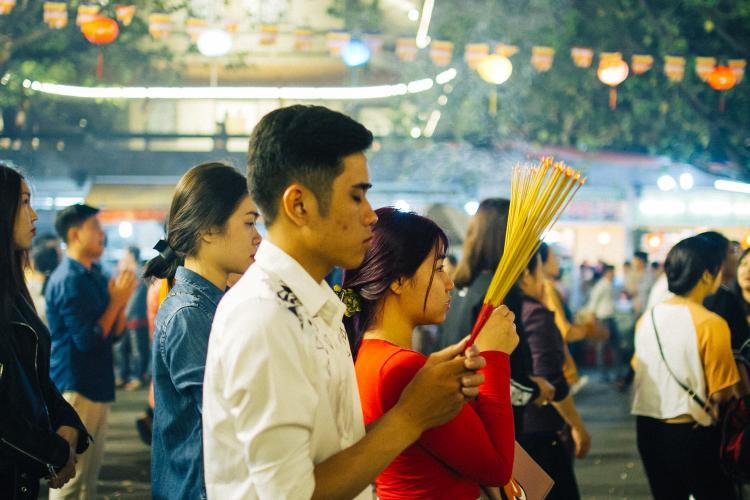 Chùa Vĩnh Nghiêm là một ngôi chùa lớn ở Sài Gòn nên nhiều người chọn đây làm nơi linh thiêng để cầu may mắn trong năm mới.