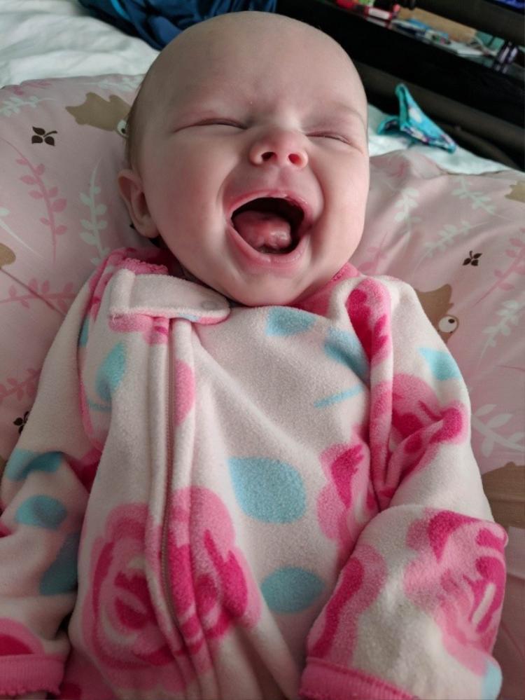 """""""Con gái tôi sau một đêm ngủ đẫy giấc. Nhìn con như vậy khiến tôi thấy vui vẻ cả ngày""""."""
