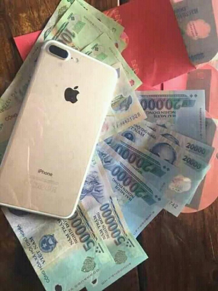 Cô nàng Đỗ Mai Chi cũng nhận về số tiền kha khá trong ngày đầu xuân năm mới.