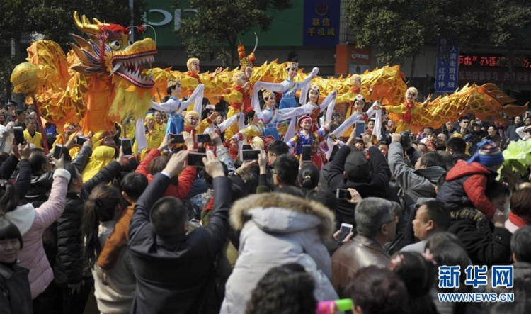 Màn múa rồng ở thành phố Hồng Giang, Hoài Hóa, Trung Quốc.